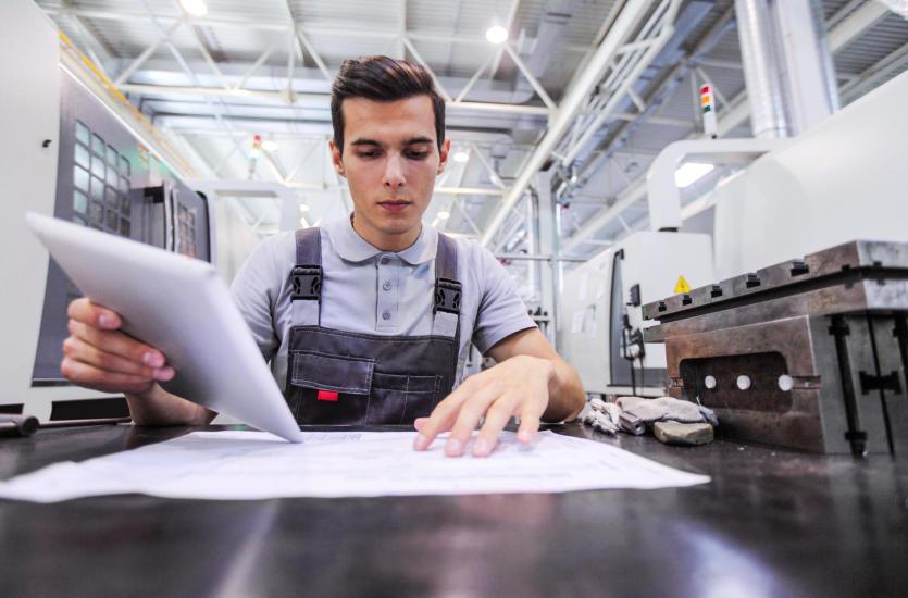 Kiedy warto skorzystać z usług CNC?