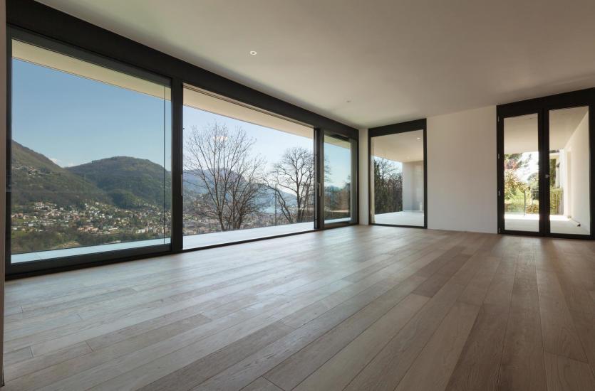 Podłogi drewniane i parkiety – jak wygląda ich układanie?