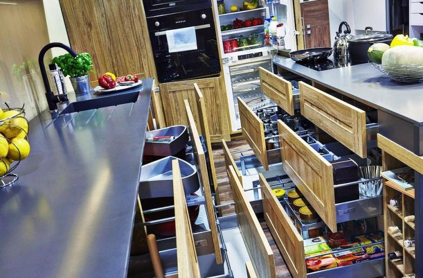 Meble i akcesoria na zamówienie do kuchni i łazienek