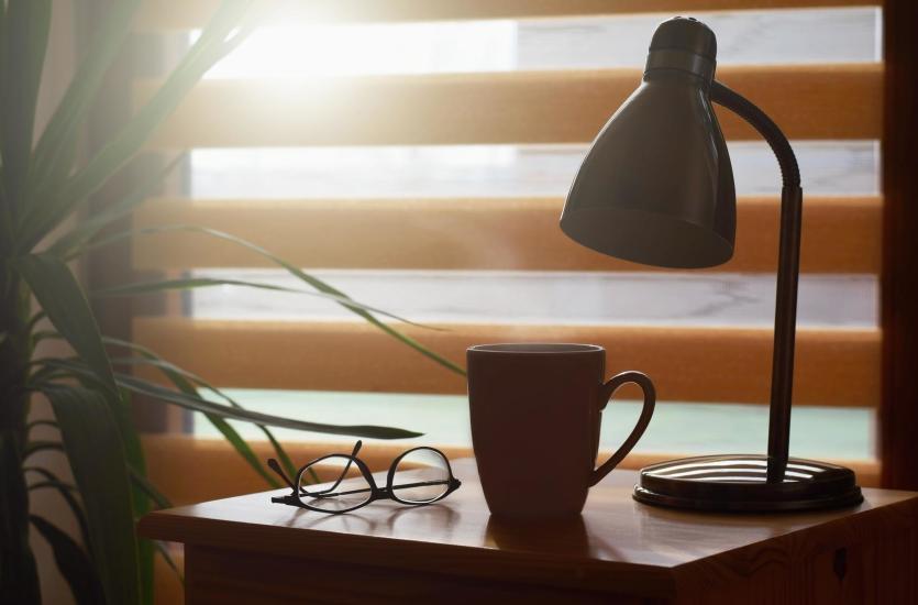Rolety okienne – tanie rozwiązanie do Twojego mieszkania