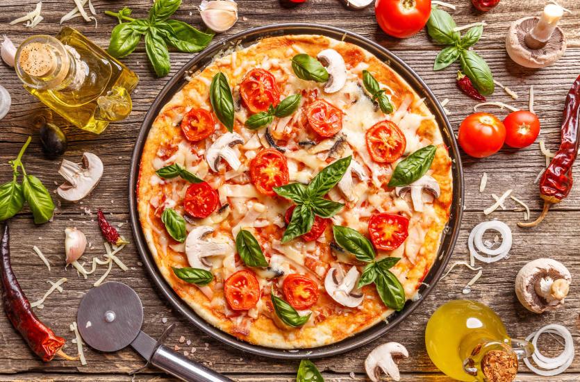 Pizza w różnych odsłonach – tradycyjna czy nietypowa?