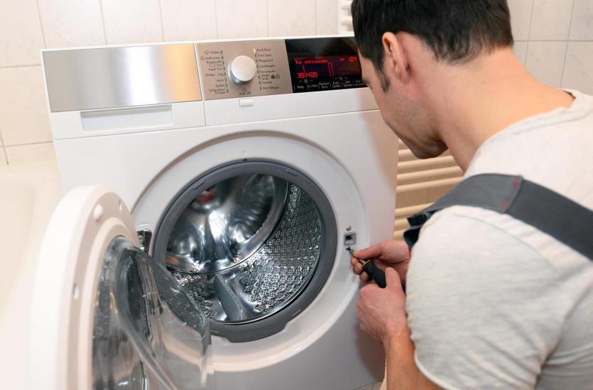 Awaria pralki – czy warto ją naprawiać?