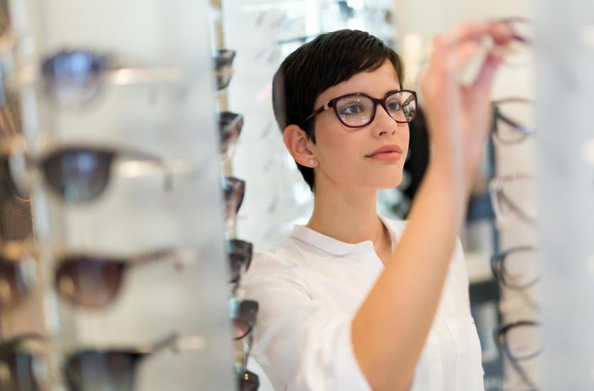 Jak dobrać odpowiednie oprawki okularowe?