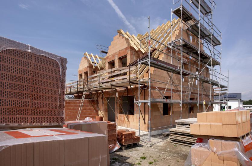 Jak wyglądają prace związane z postawieniem domu?