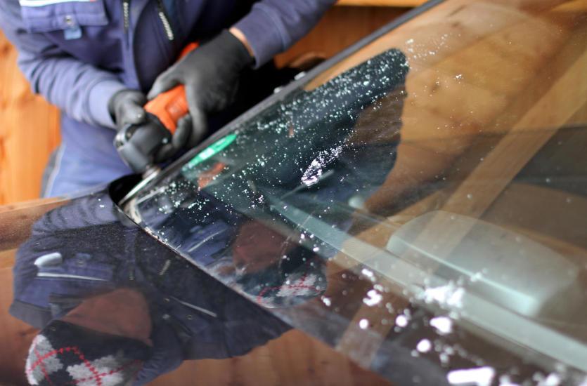 Czy uszkodzoną szybę w pojeździe można naprawić?