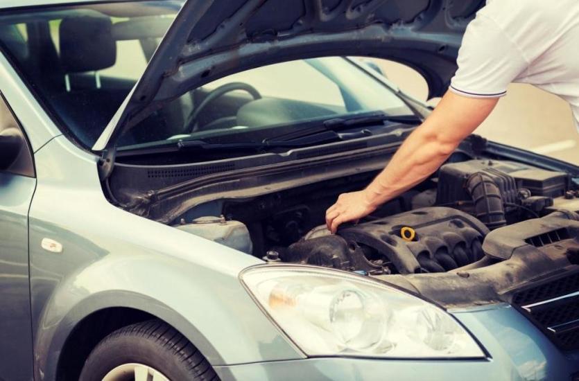 Wymiana filtrów i olejów w samochodach
