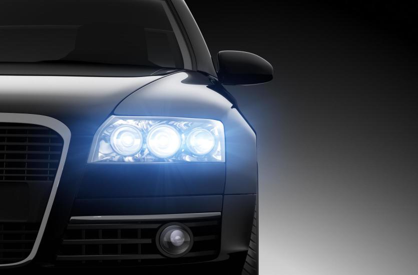 Regeneracja czy wymiana reflektorów w samochodzie. Co się bardziej opłaca?
