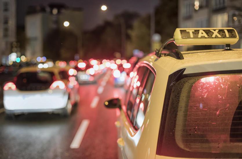 Nie tylko przewóz osób – co jeszcze oferują nowoczesne taksówki?