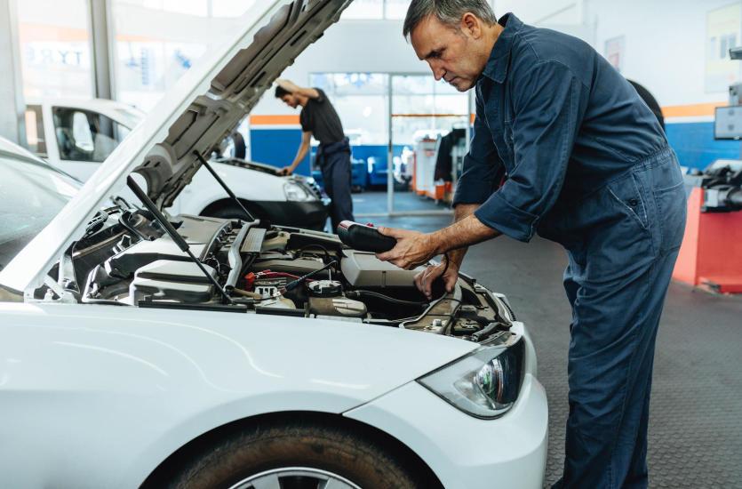 Jak rozwiązać problemy z elektroniką w samochodzie?