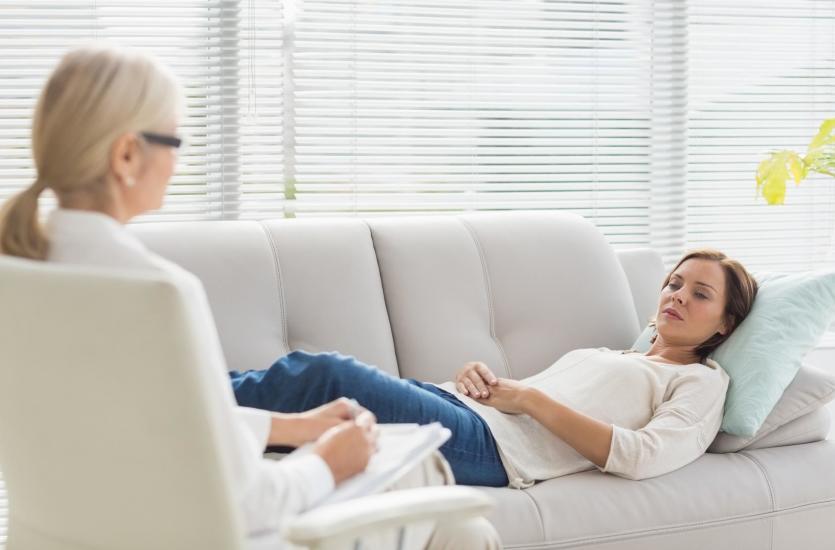 Leczenie zaburzeń psychicznych, czyli kiedy warto udać się do psychiatry?