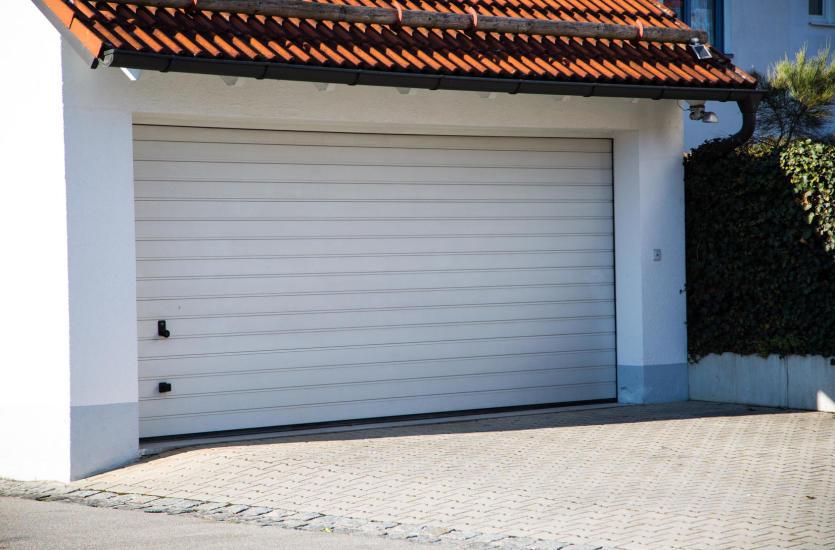 Gdzie sprawdzą się drzwi garażowe podnoszone?