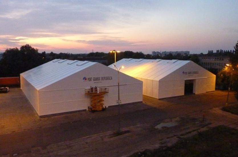 Kiedy i dlaczego warto wynająć namiot na magazyn?