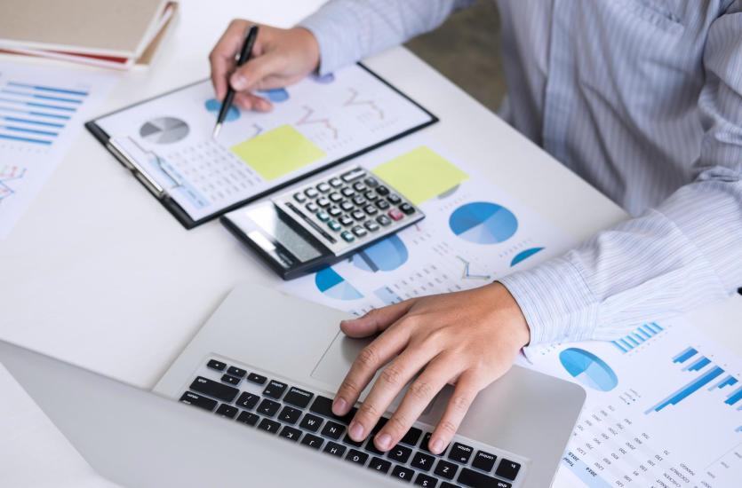 Kompleksowa obsługa kadrowo-płacowa dla firm – co wchodzi w jej zakres?
