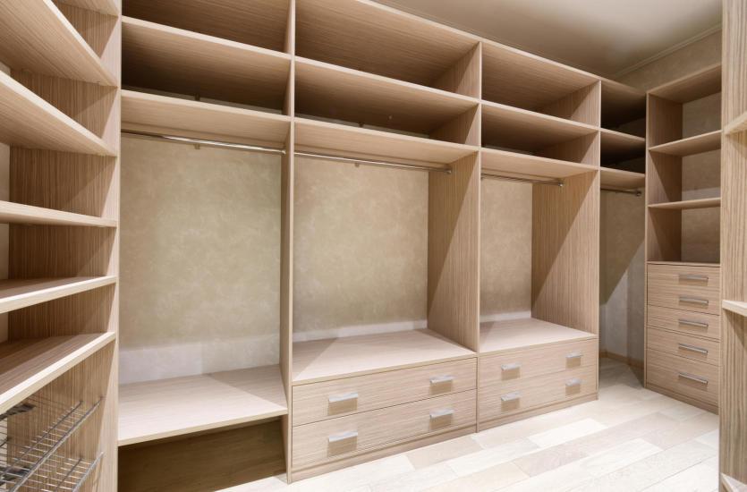 Jak zorganizować wygodną garderobę?