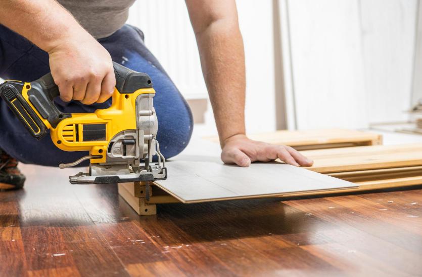 Cenne wskazówki przy wyborze paneli podłogowych do domu!