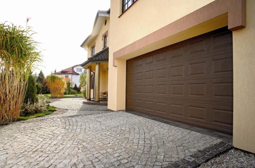 Trzy elementy, na które należy zwrócić uwagę przy wyborze bramy garażowej!