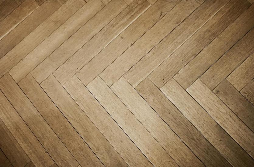 Parkiety drewniane – układanie i pielęgnacja
