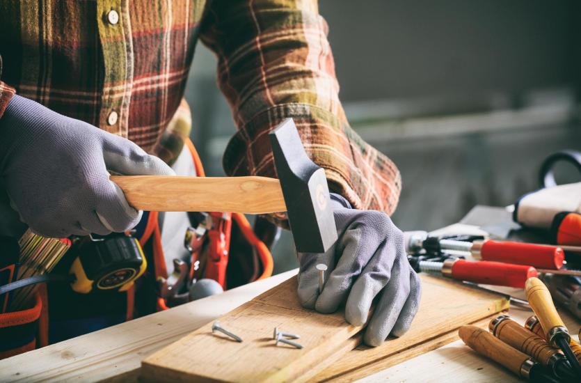 Jak zadbać o profesjonalny montaż mebli i innych elementów wyposażenia?