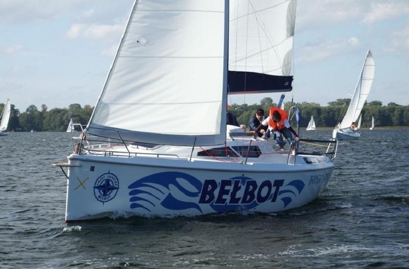 Niepowtarzalne wakacje? Wynajmij jacht i przeżyj morską przygodę!