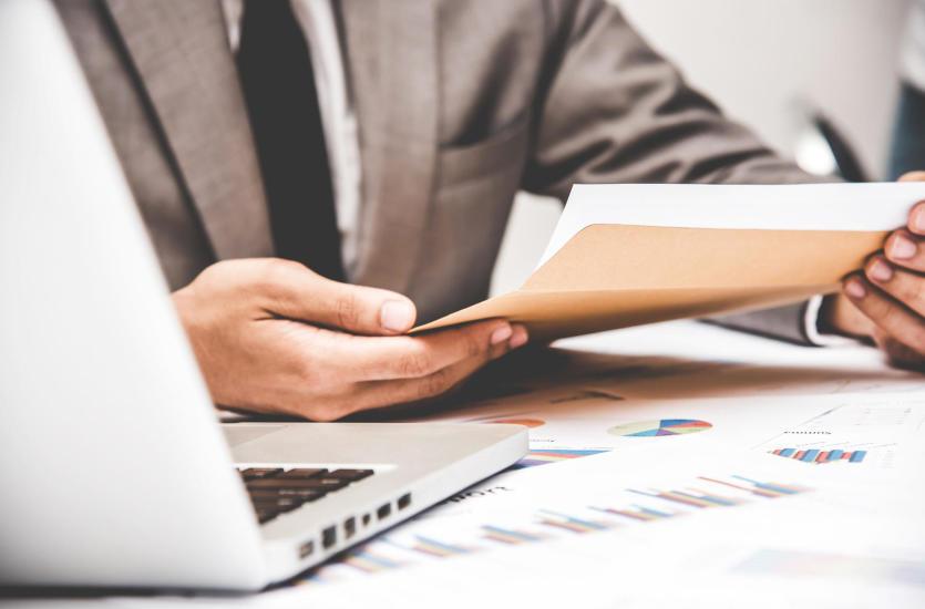 Wyprowadzanie zaległość z pomocą biura rachunkowego