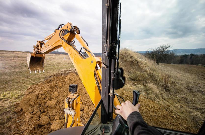 Co powinieneś wiedzieć zanim wynajmiesz sprzęt budowlany do prac ziemnych?
