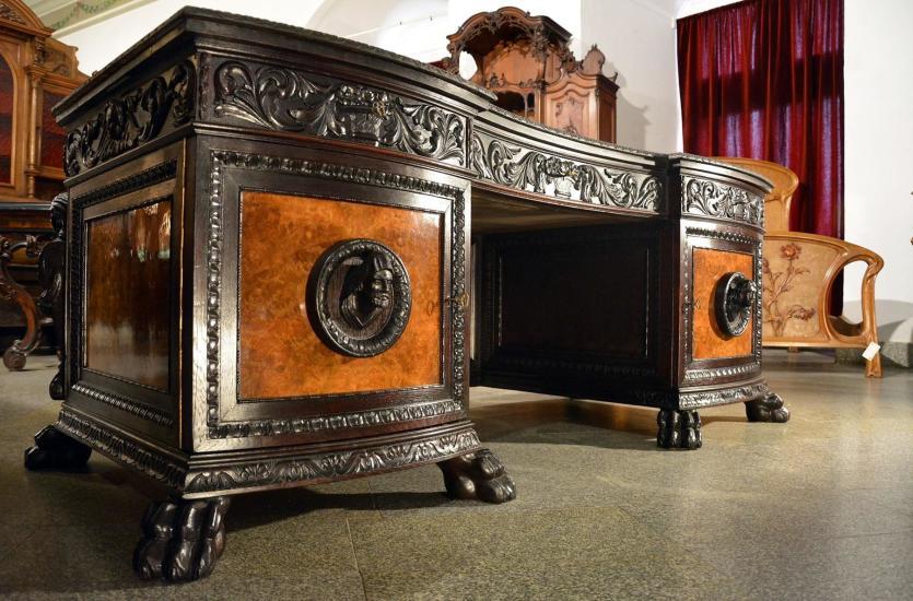 Galeria Antykwaryczna na Zamku Książ – meble z duszą