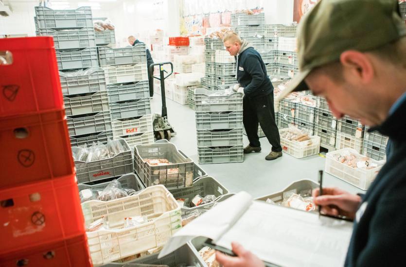 Jakie wędliny znaleźć można w ofercie renomowanych dystrybutorów?