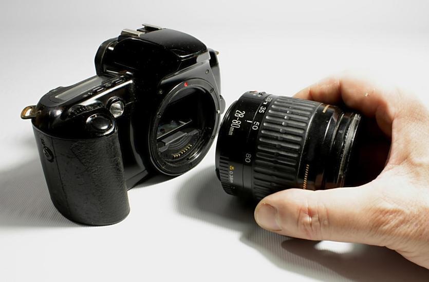 Lustrzanka czy kompakt – zalety i wady aparatów cyfrowych