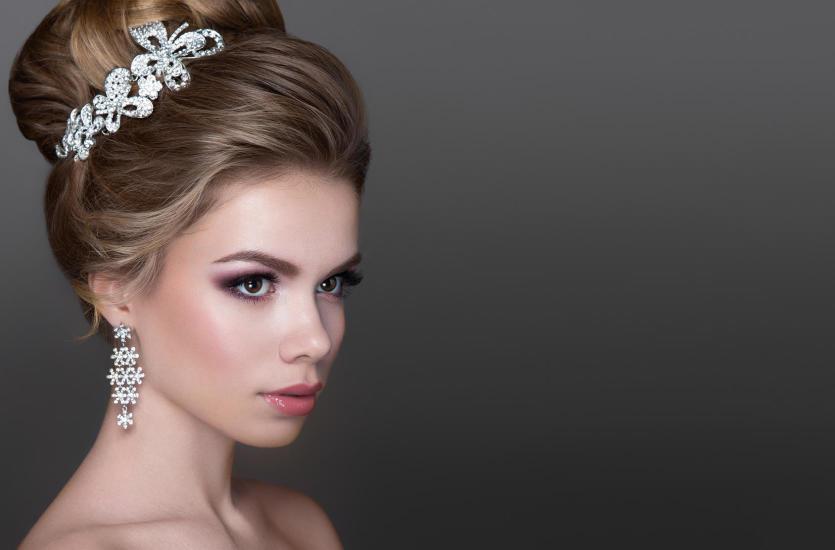 443ea22f54 Jak dopasować biżuterię do sukni ślubnej