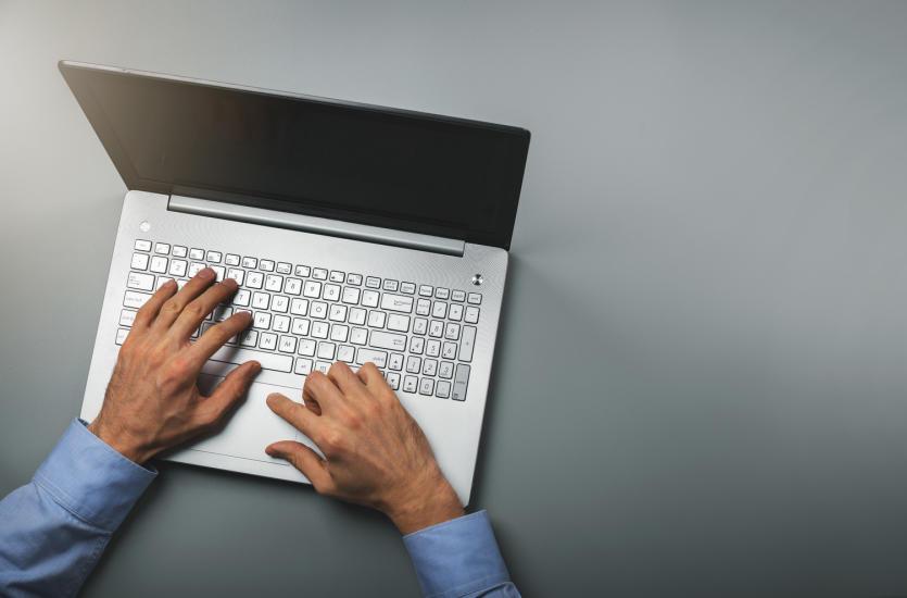 Idealny laptop dla biura lub Twojego dziecka – gdzie go kupić za niską cenę?