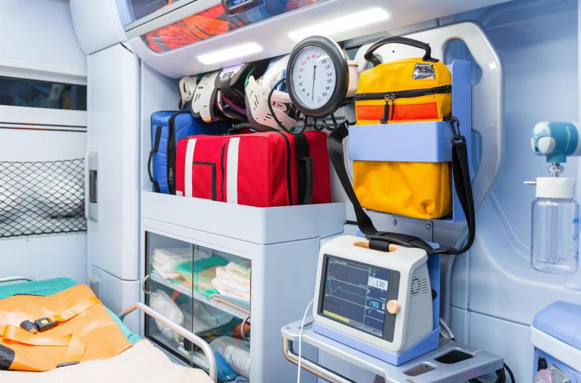Transport sanitarny – wszystko, co powinieneś o nim wiedzieć