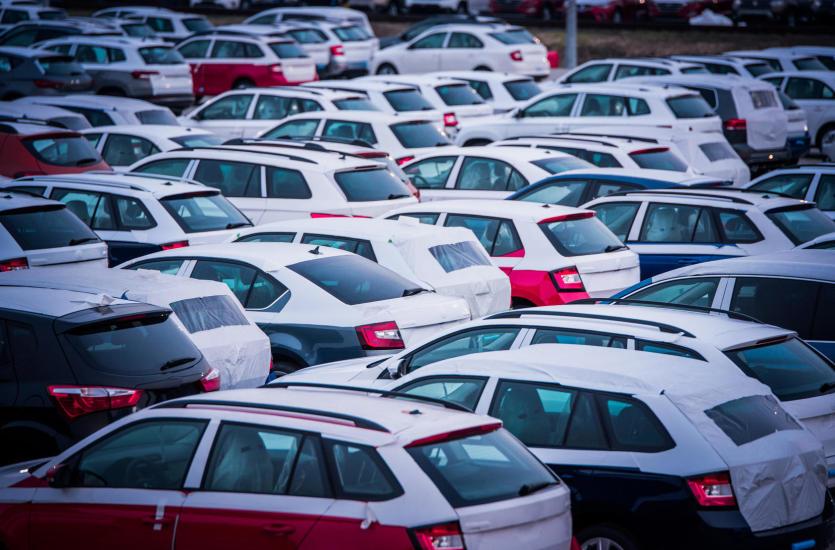 Kupno auta w komisie samochodowym – dlaczego warto?