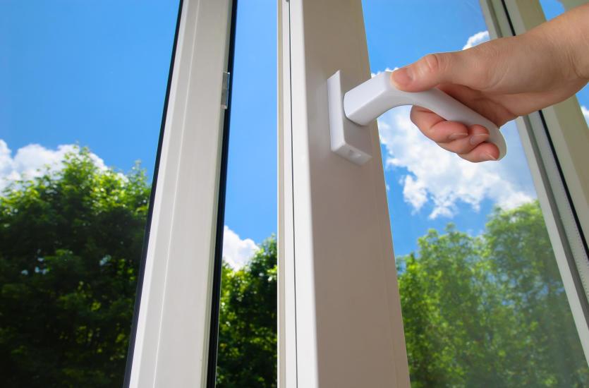 Co wpływa na szczelność okien?