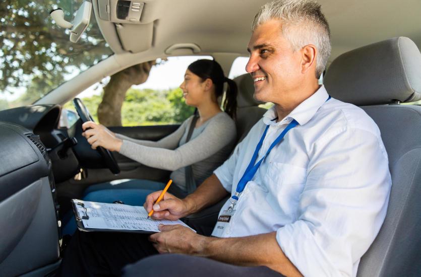 Jazdy doszkalające – kiedy warto je wykupić?