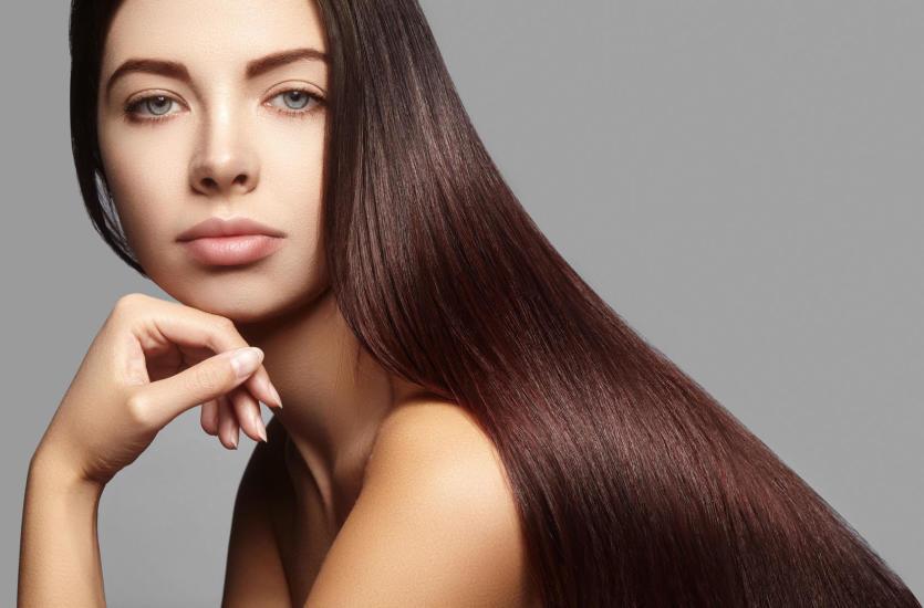 Keratynowe prostowanie włosów – czy warto się na nie zdecydować?