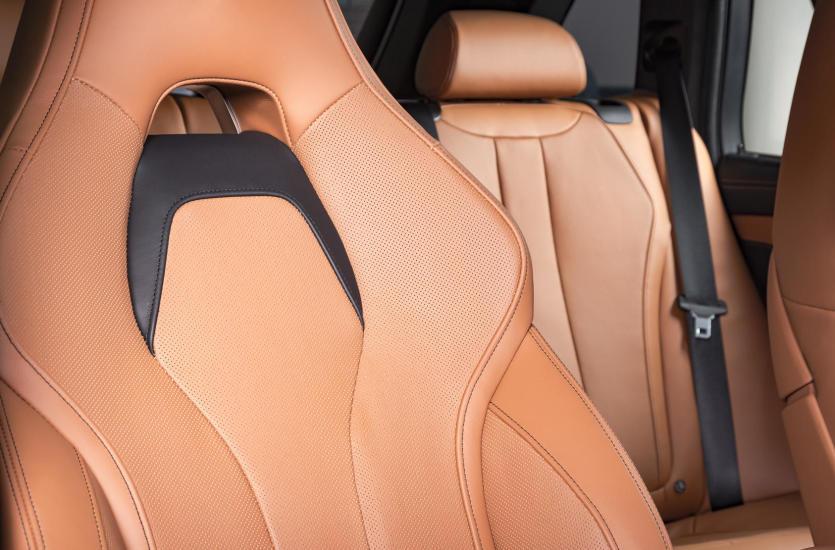 Zniszczona tapicerka samochodowa – jak poradzić sobie z tym problemem?