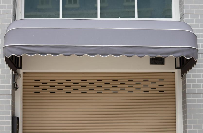 Pokrycia okien i bram w inteligentnym domu – możliwości