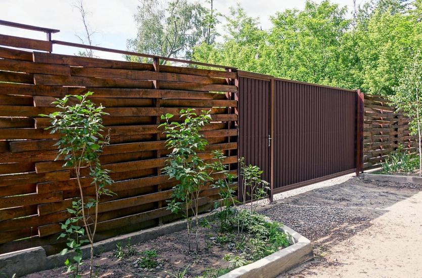 Kiedy warto zdecydować się na ogrodzenie drewniane?