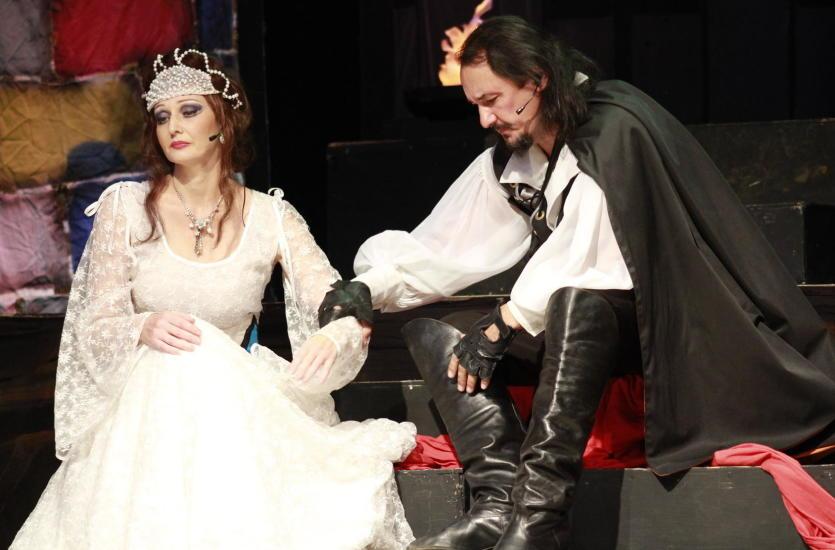 W jaki sposób powstaje kostium teatralny