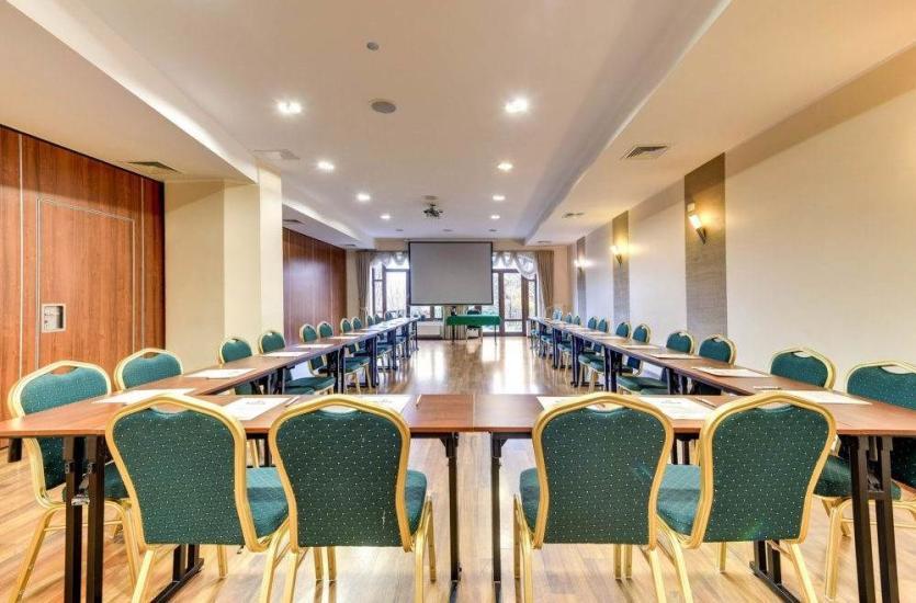 Jakie wydarzenia organizować można w salach konferencyjnych dobrych hoteli?