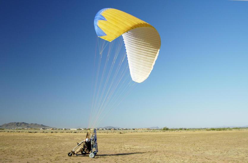 Jak przygotować się do lotu paralotnią?