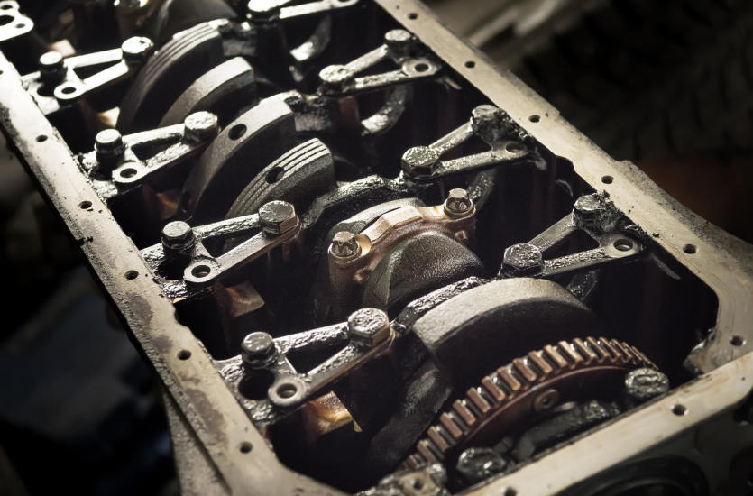 Naprawa silnika spalinowego u dobrego mechanika