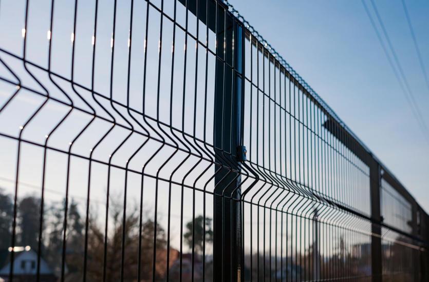 Eleganckie i funkcjonalne ogrodzenia posesji