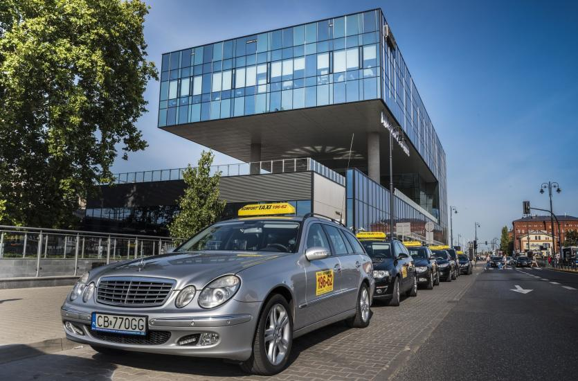 Czy wysłanie dziecka taksówką bez opieki jest bezpieczne?
