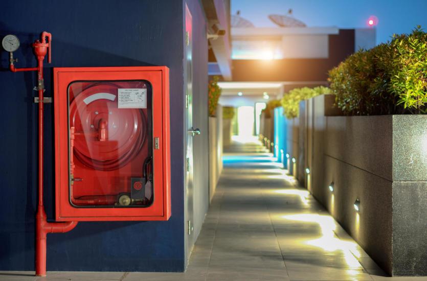 Jakie usługi wchodzą w zakres kompleksowej ochrony przeciwpożarowej?