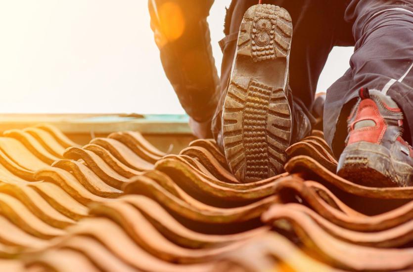 Kolor pokrycia dachowego – dobrany do domu, czy do otoczenia?