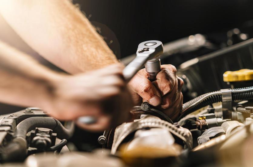 Jakie naprawy silnika wymagają wizyty w profesjonalnym warsztacie?