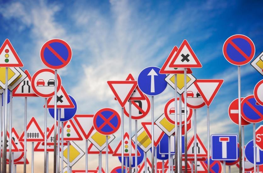 Produkcja i wynajem znaków drogowych – podstawowe informacje