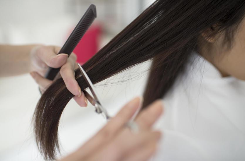 Jak często powinno się podcinać końcówki podczas zapuszczania włosów?