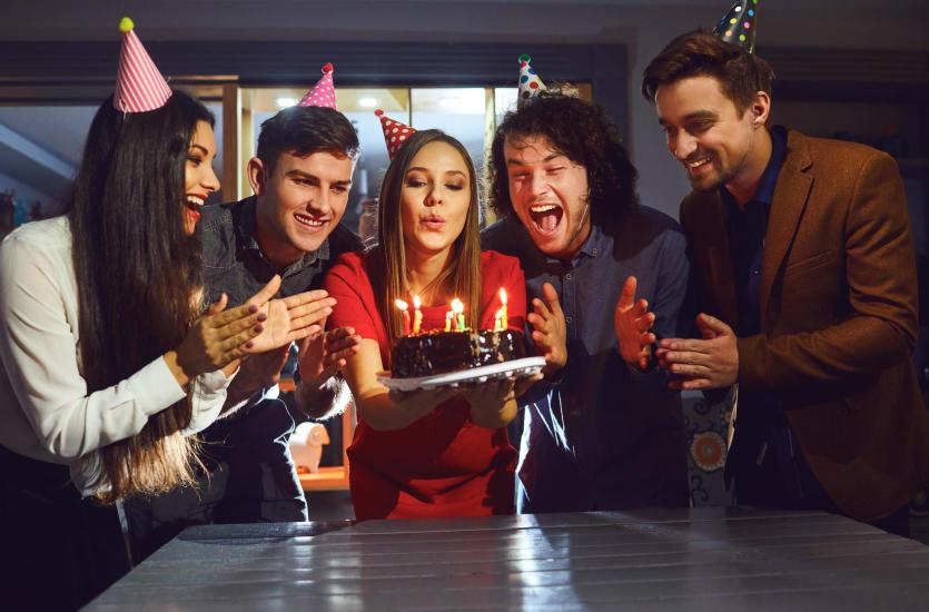 Jak zorganizować udane przyjęcie urodzinowe?